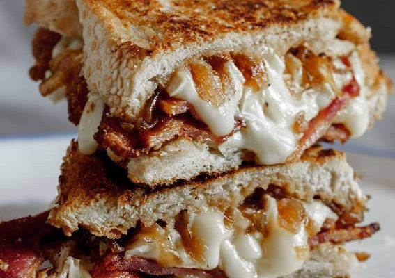 CRISPY BACON & GRILLED CHEESE WITH CARAMELIZED ONIONS